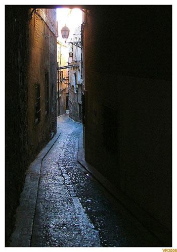 Vagaba una tarde por las estrechas calles de Toledo...