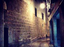 Calle Hombre de Palo en Toledo, en una noche de invierno