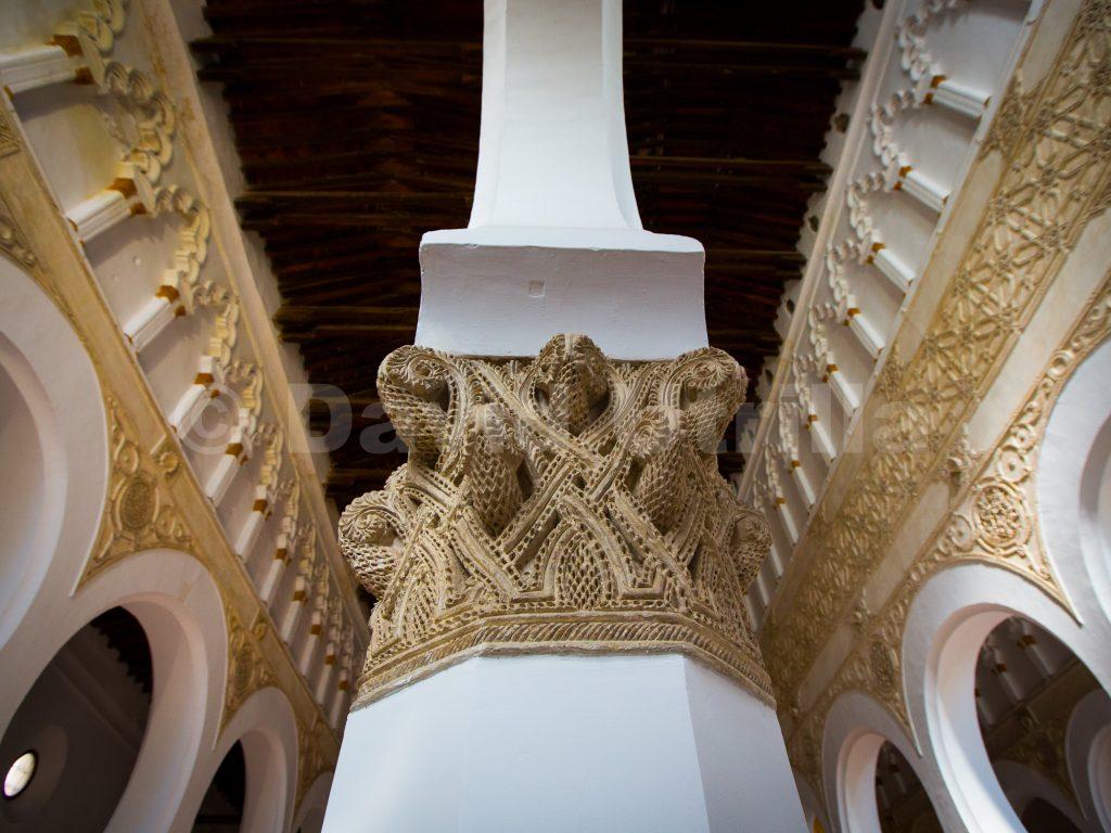 Columna en la Sinagoga de Santa María la Blanca en Toledo, por David Utrilla