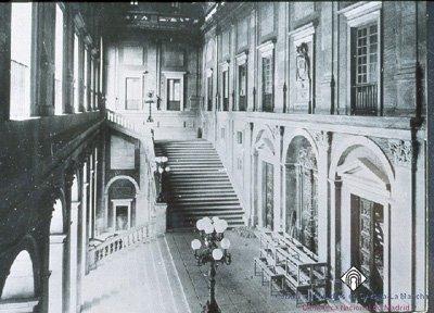Interior del Alcázar de Toledo, antes de su destrucción en 1936