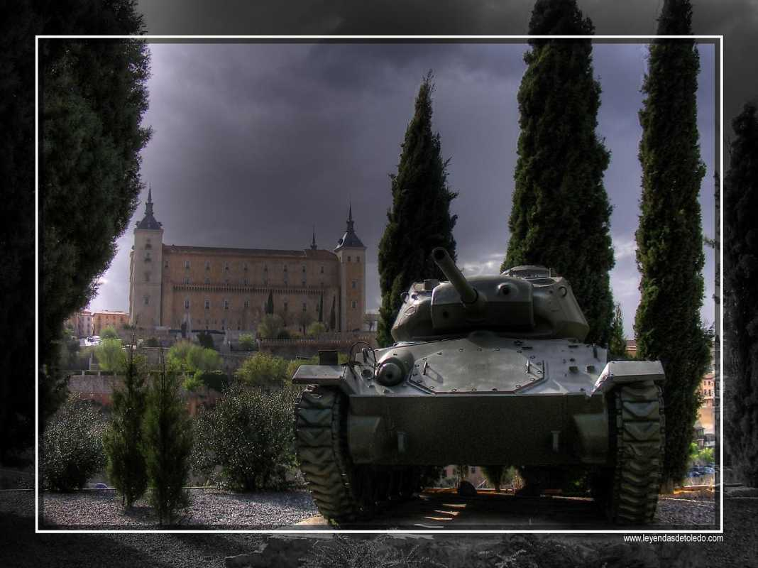 Vista del Alcázar desde la Academia de Infantería de Toledo