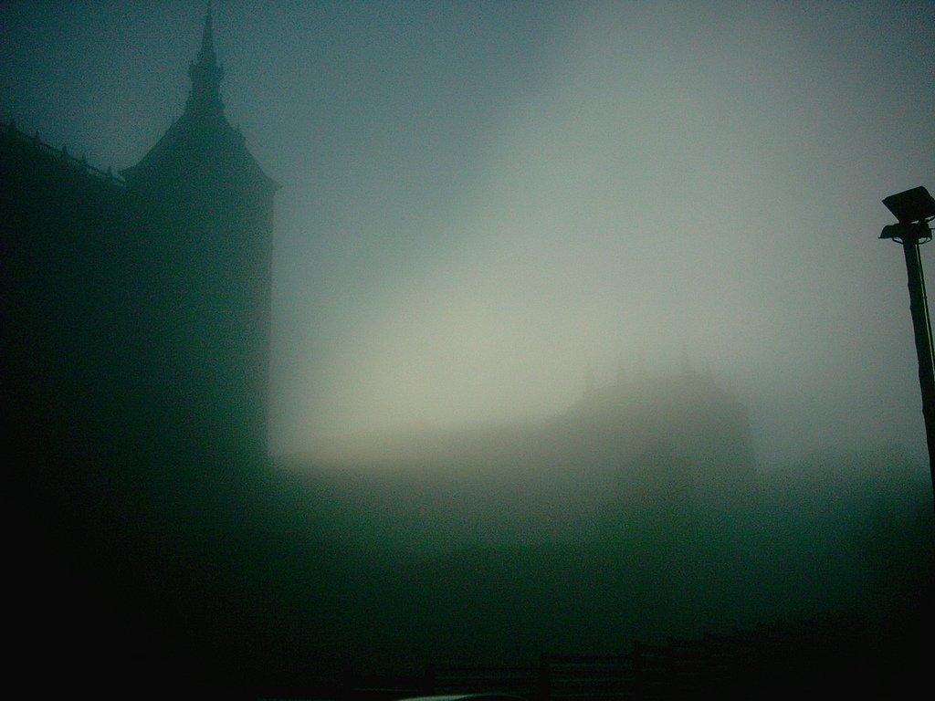 El Alcázar con Niebla