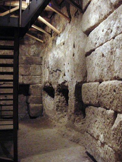 Cueva de Hércules en Toledo, por LeyendasdeToledo.com, antes de su restauración actual.