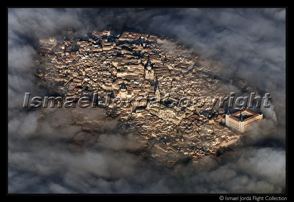 Volando sobre la niebla en Toledo