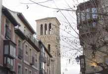 Calle e iglesia de Santo Tomé en Toledo