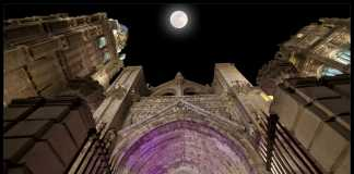 Luna sobre la Catedral de Toledo