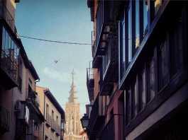 Torre de la Catedral desde la Calle Ancha en Toledo