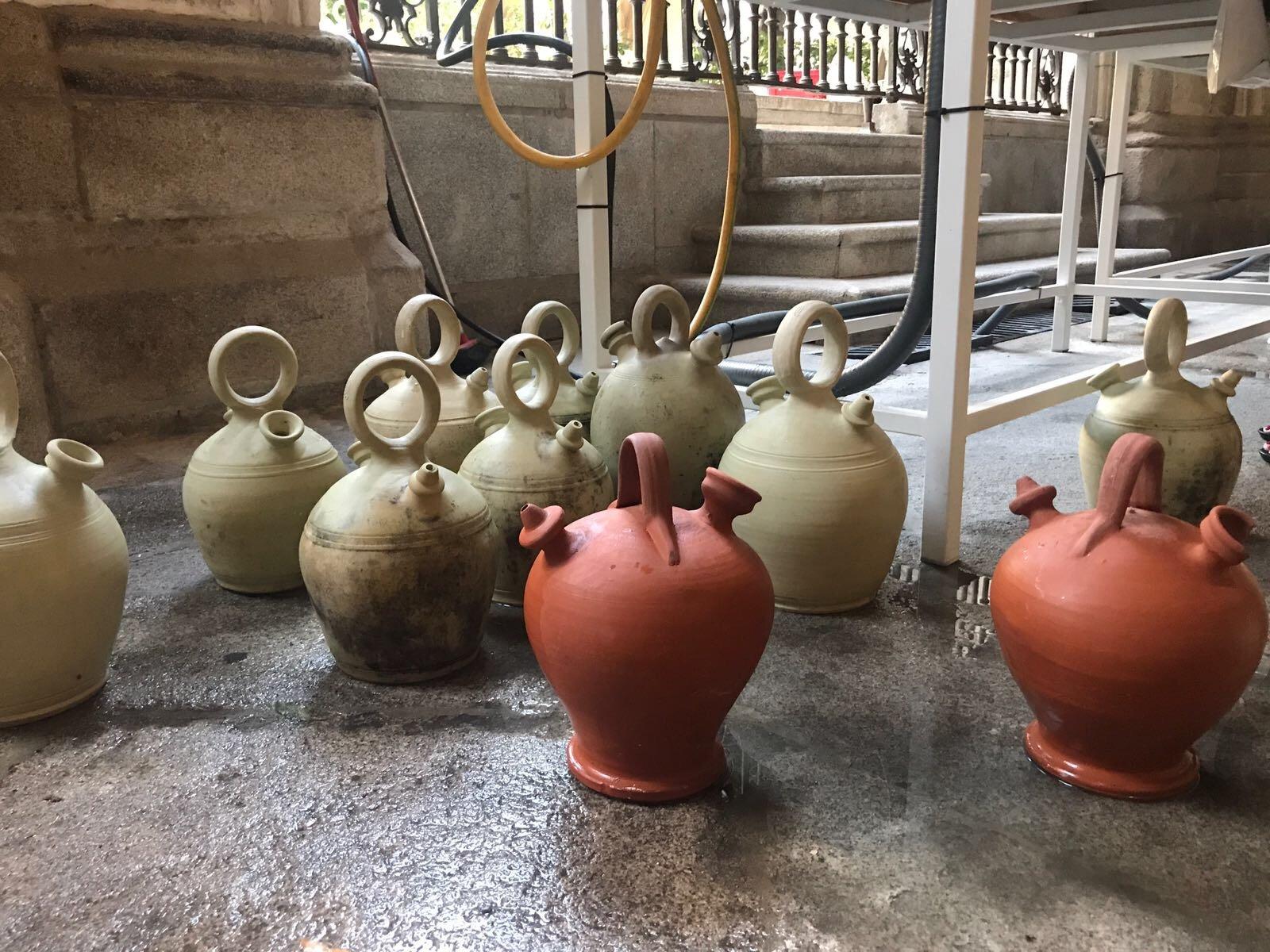 Botijos en el Claustro de la Catedral de Toledo el 15 de agosto