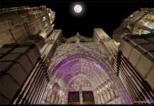 Lux Greco sobre la fachada de la Catedral