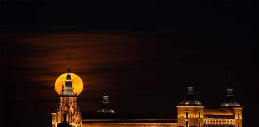 Luna llena en Navidad sobre Tol