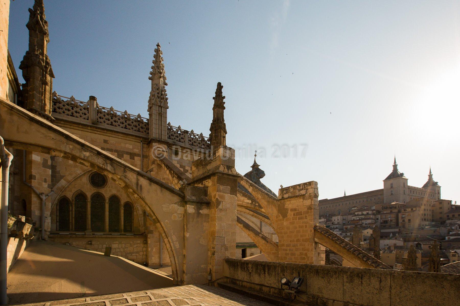 Arbotantes y contrafuertes sobre las cubiertas de la Catedral de Toledo