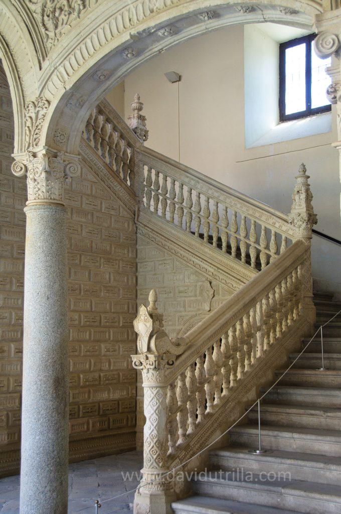 Escalera del Museo de Santa Cruz en Toledo