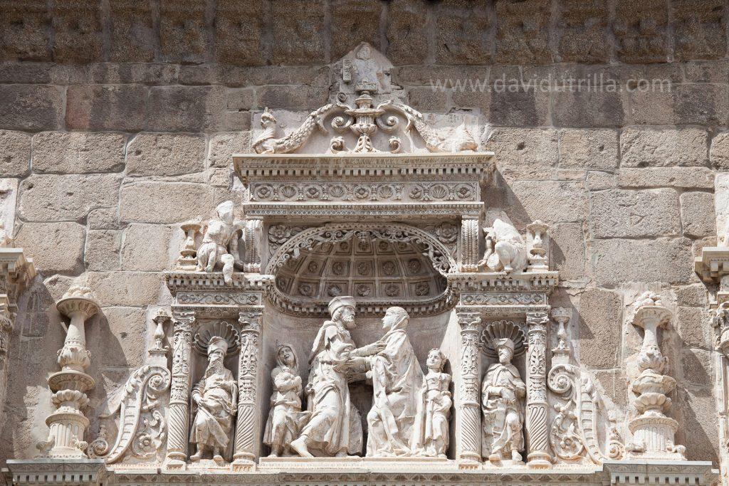 Detalle de la portada del Museo de Santa Cruz en Toledo
