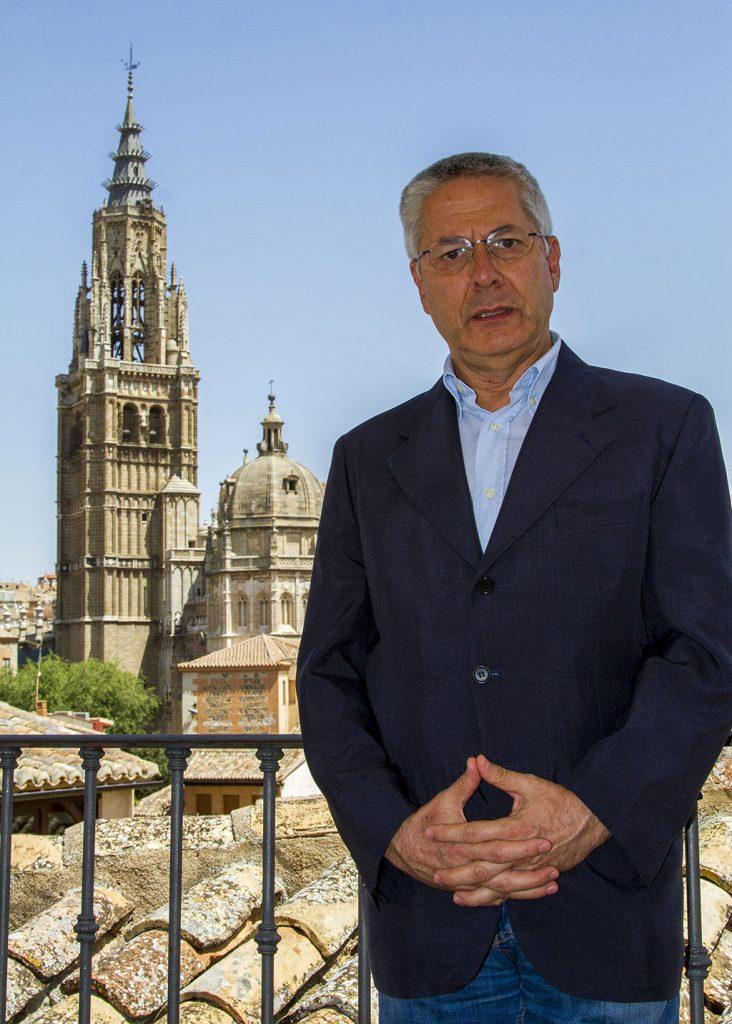 Carlos Dueñas Rey, en la terraza del Hotel Santa Isabel por Ángel Martínez Torija