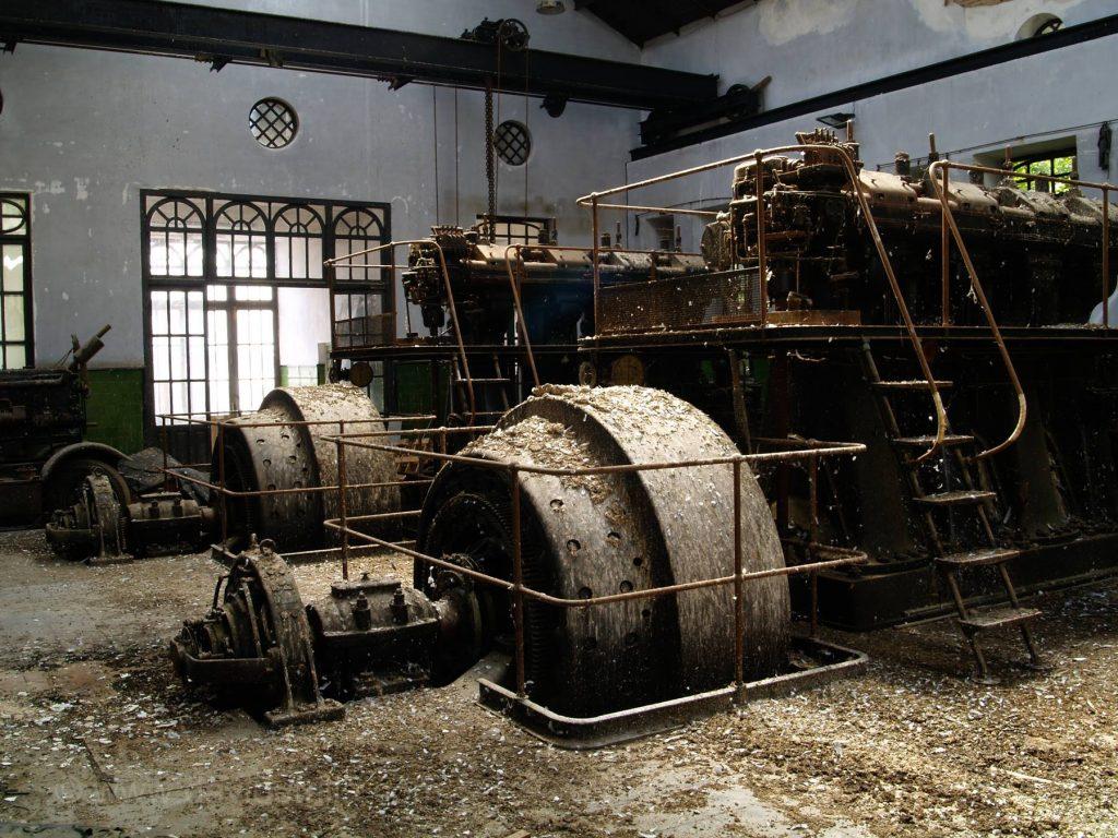 Maquinaria que todavía se conserva en alguno de los edificios no restaurados de la Fábrica de armas de Toledo. David Utrilla