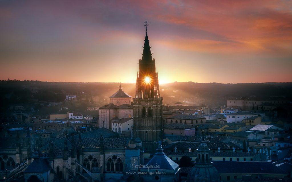 Catedral de Toledo, campanario atravesado por el Sol en Febrero 2018, por Jesús M. García