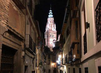La Catedral de Toledo, por la noche, desde la calle Santa Isabel