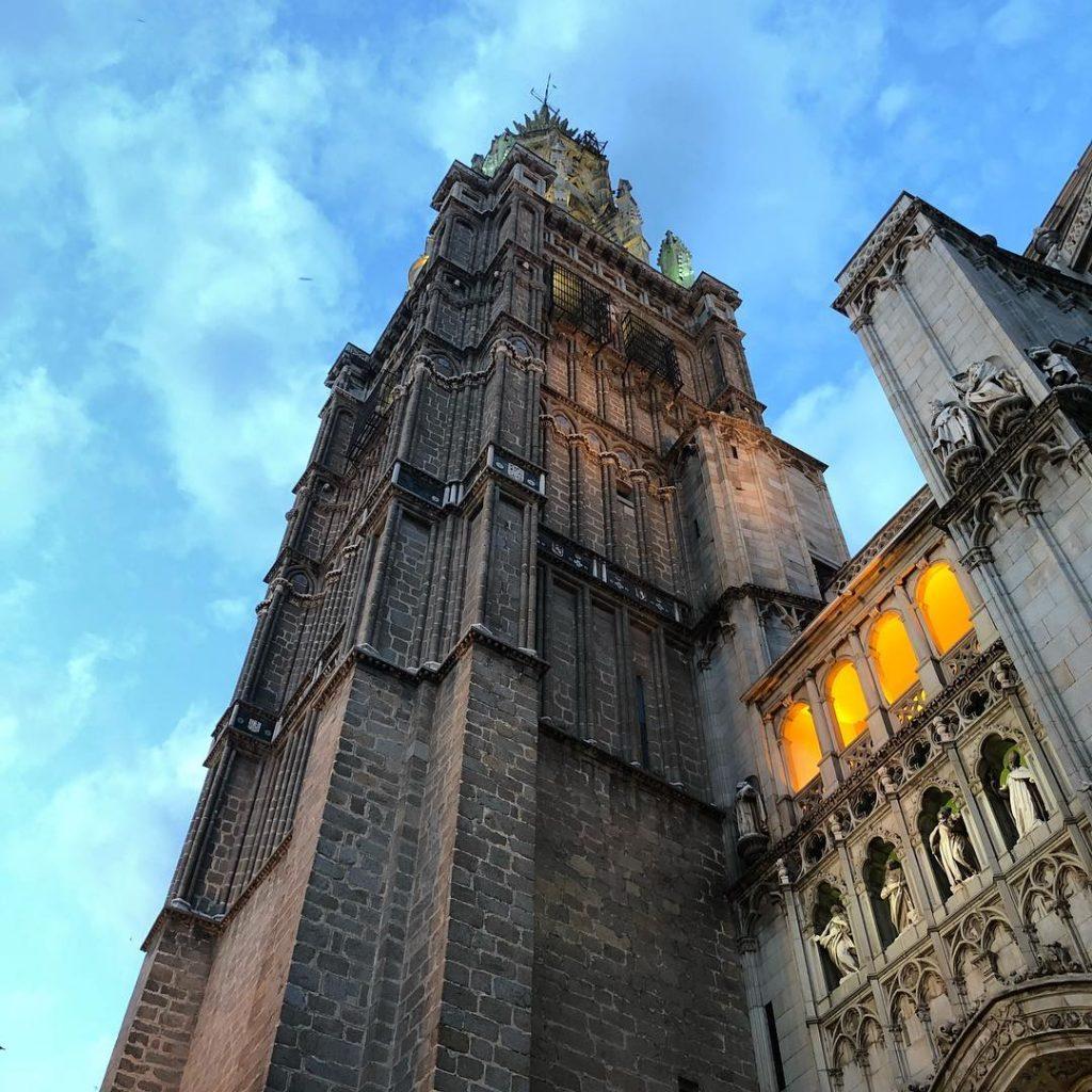 Torre de la Catedral de Toledo, al anochecer