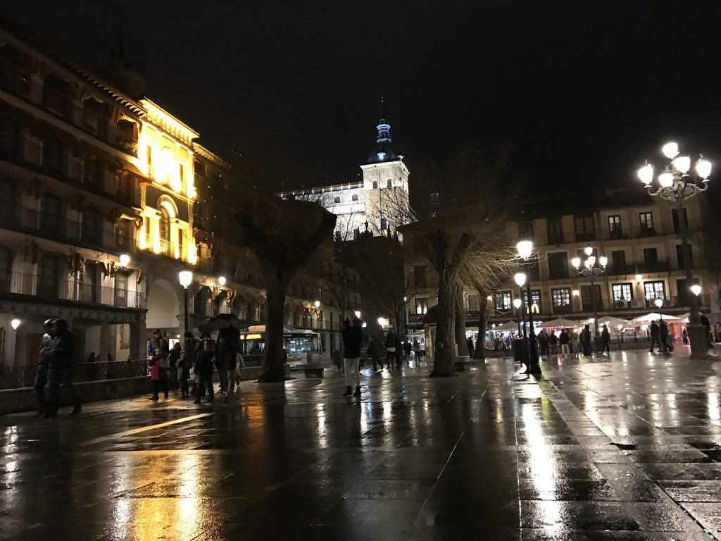 Zocodover en una noche de lluvia