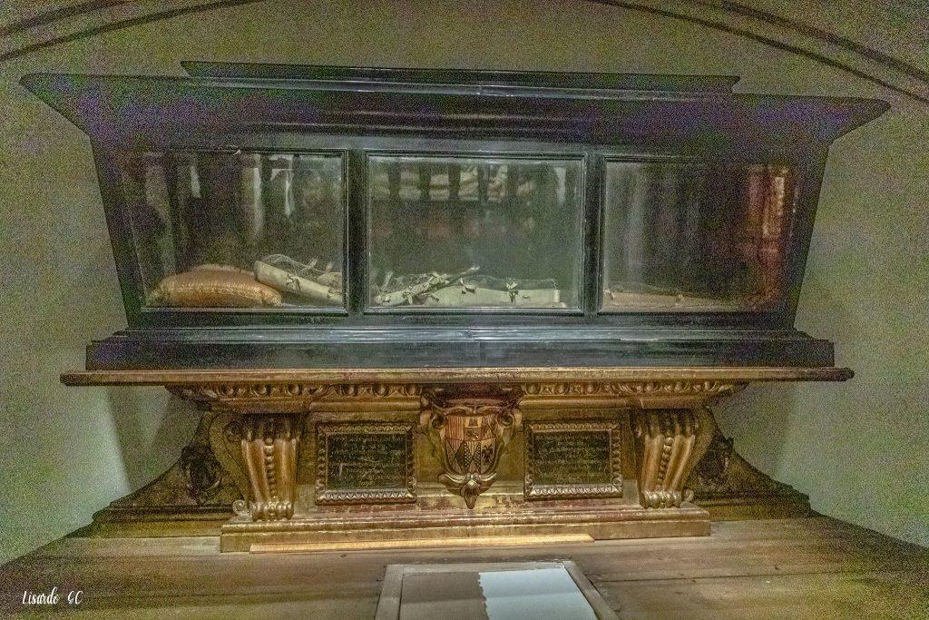 Cripta de la Catedral Primada. Urna con los restos de Santa Úrsula. ©SICP Foto: Lisardo Gómez