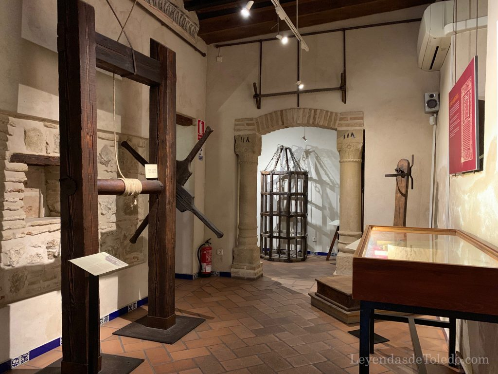 Otra de las salas de la exposición de instrumentos de tortura de Toledo