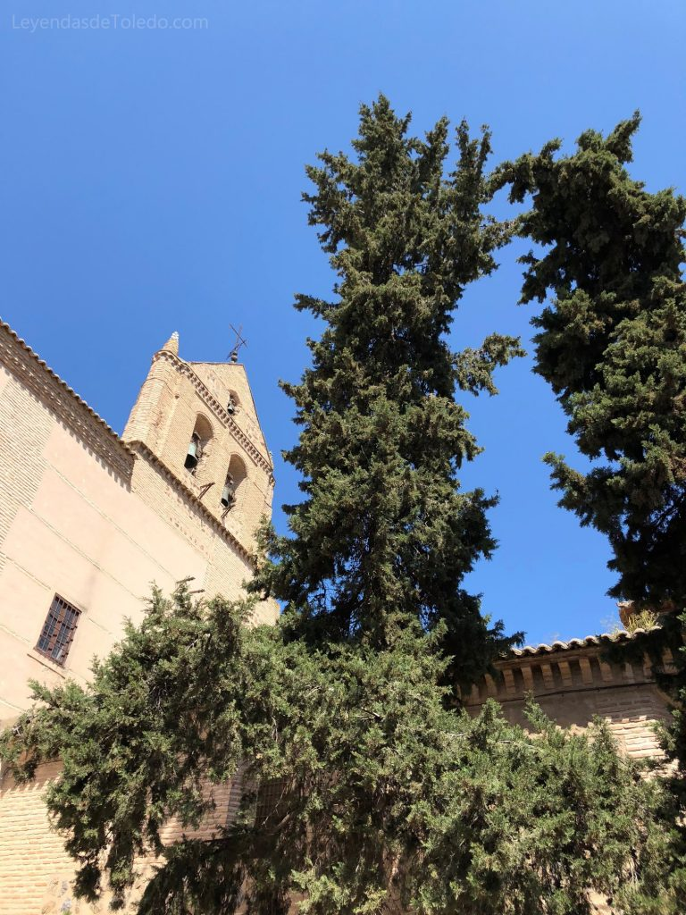 Espadaña que se observa en la plaza de Santo Domingo el Real