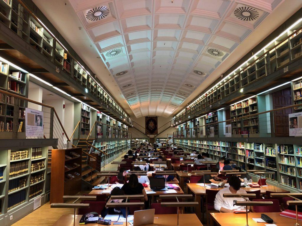 Sala de lectura de la Biblioteca de Castilla-La Mancha en el Alcázar