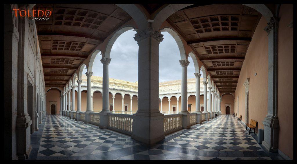 Una de las galerías actuales del patio del Alcázar. Foto: David Utrilla
