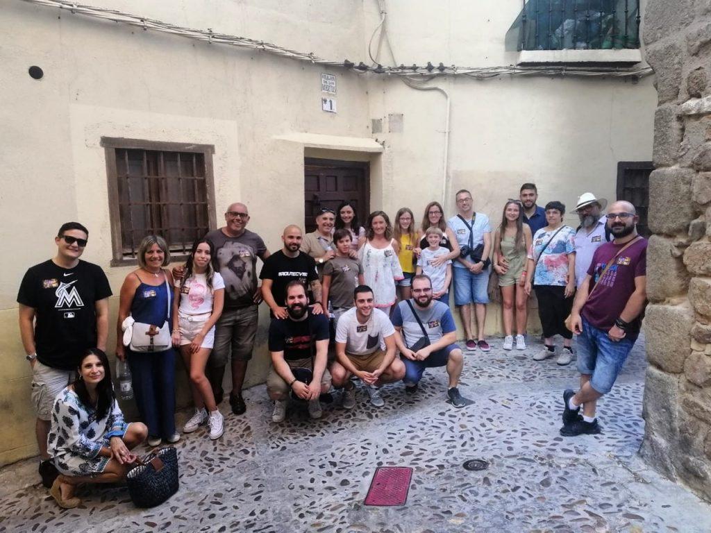 Un grupo en la Ruta Toledo Mágico de este verano. En el callejón de los Muertos.