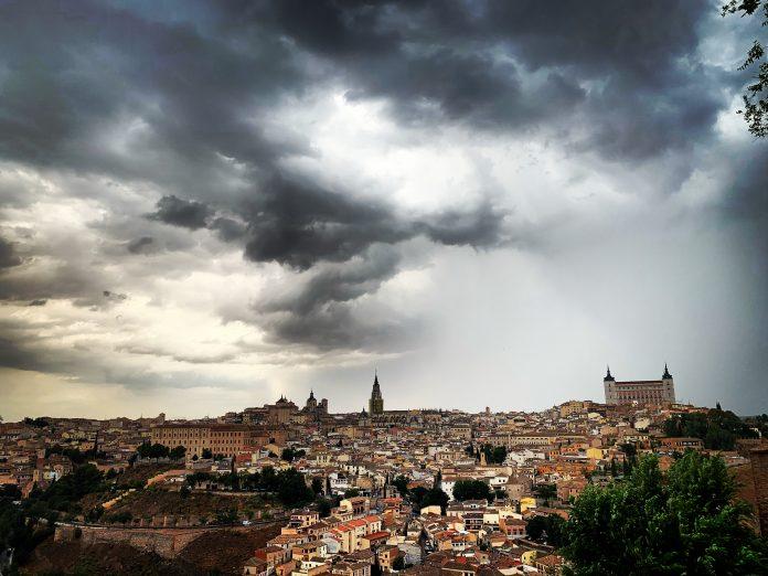 Toledo, vista desde el Valle con tormenta de verano