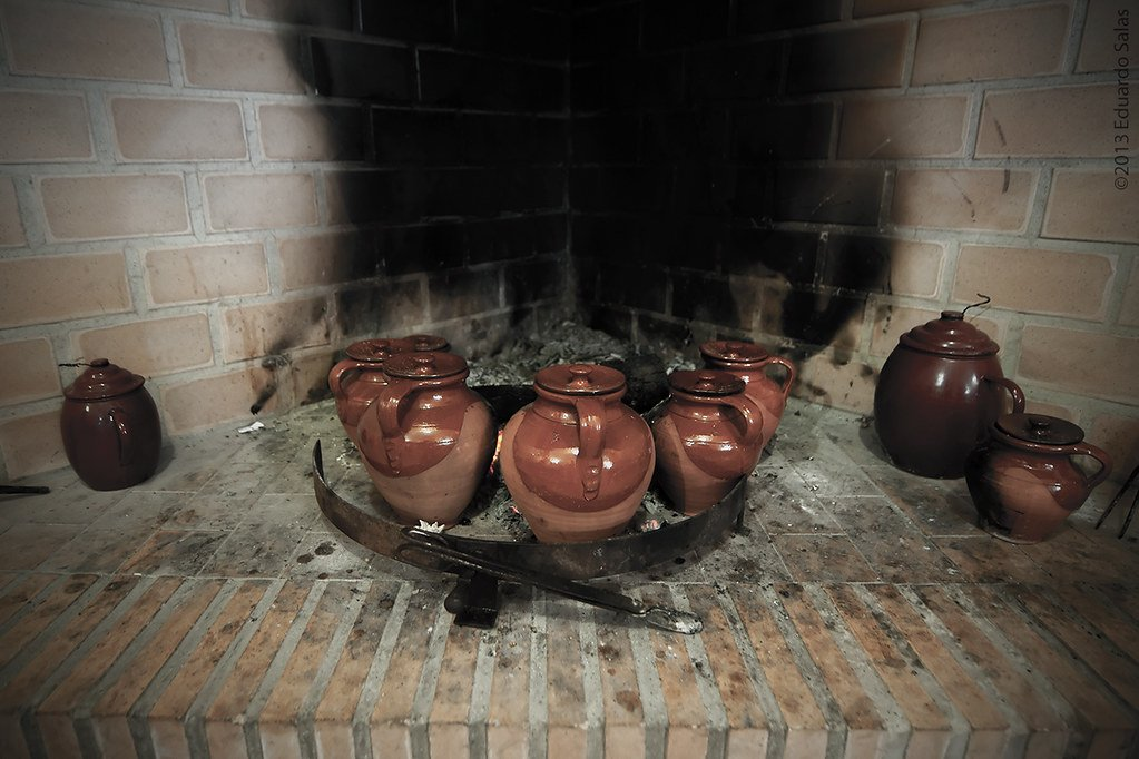 Y si el cocido está hecho en lumbre, lentamente... Foto: Eduardo Salas.