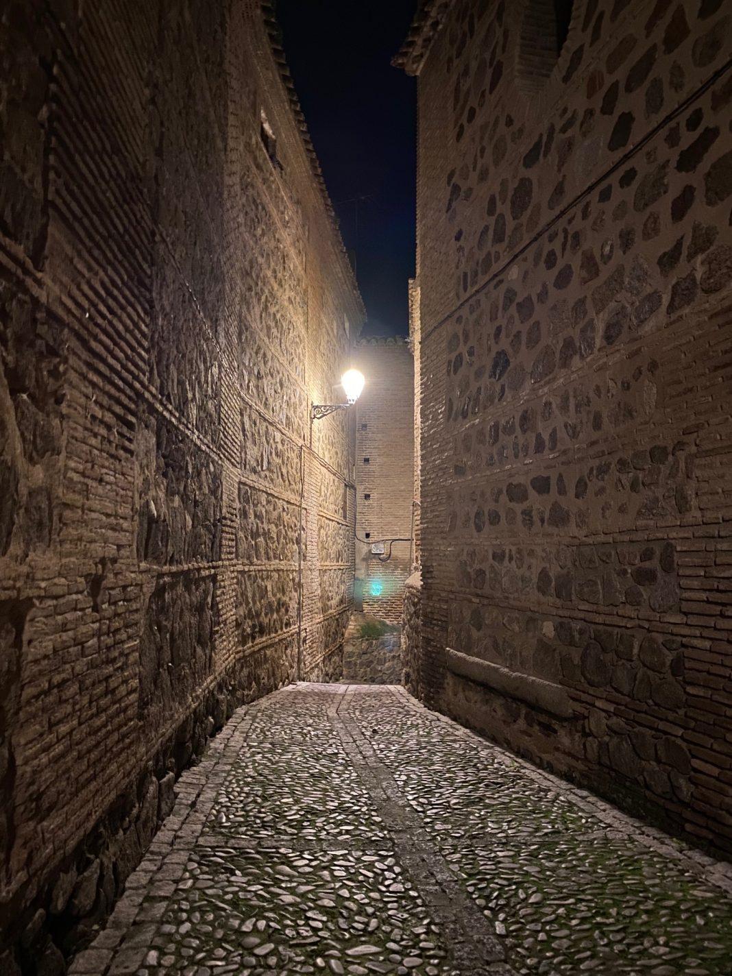 Un olvidado Callejón de los Muertos en Toledo, tras la Iglesia de San Lorenzo.