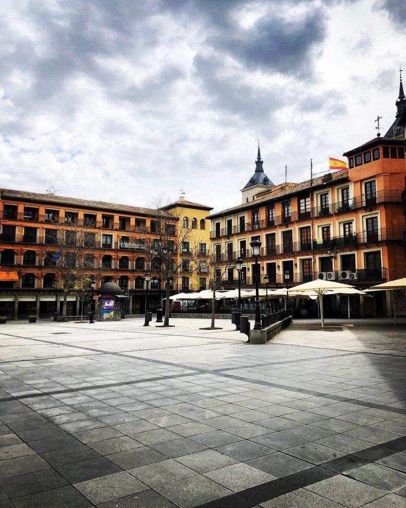 Plaza de Zocodover, desierta el lunes 30 de marzo de 2020 por la pandemia de Coronavirus.