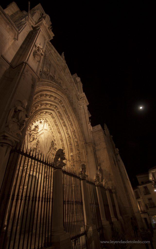Puerta de los Leones por la noche. Toledo.