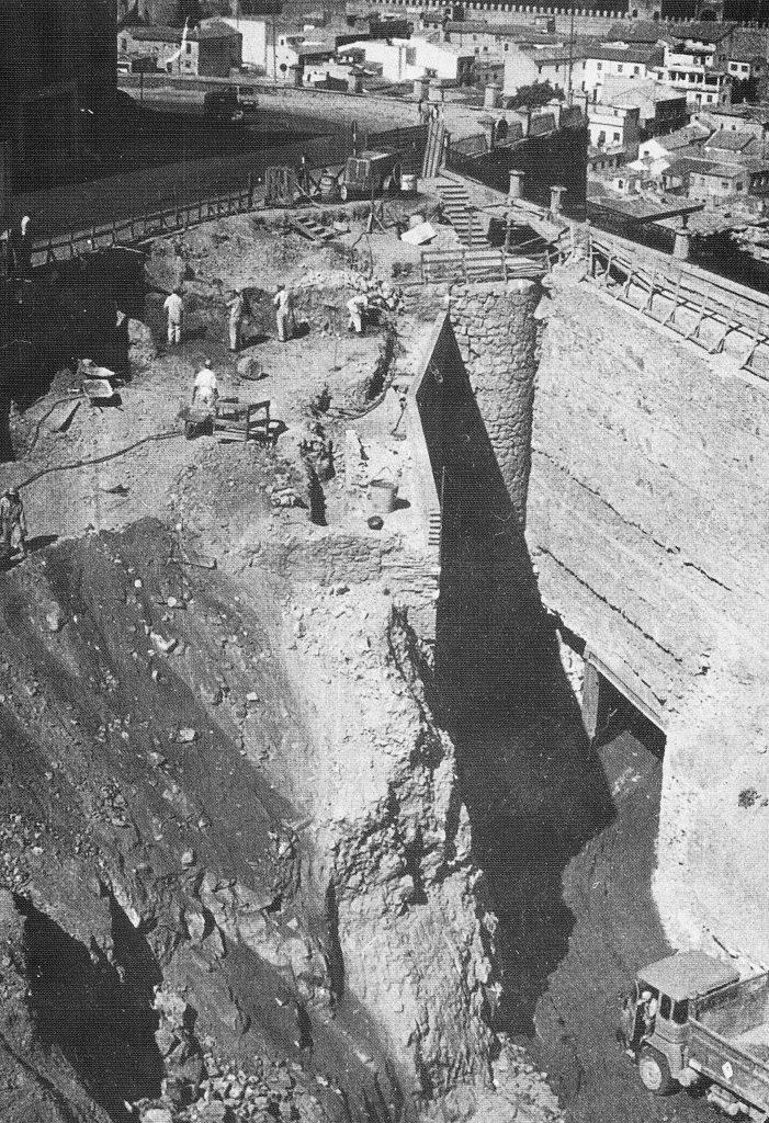 Restos de la Puerta de Perpiñán bajo el Paseo del Miradero (Toledo) en septiembre de 1973. Foto Rodríguez