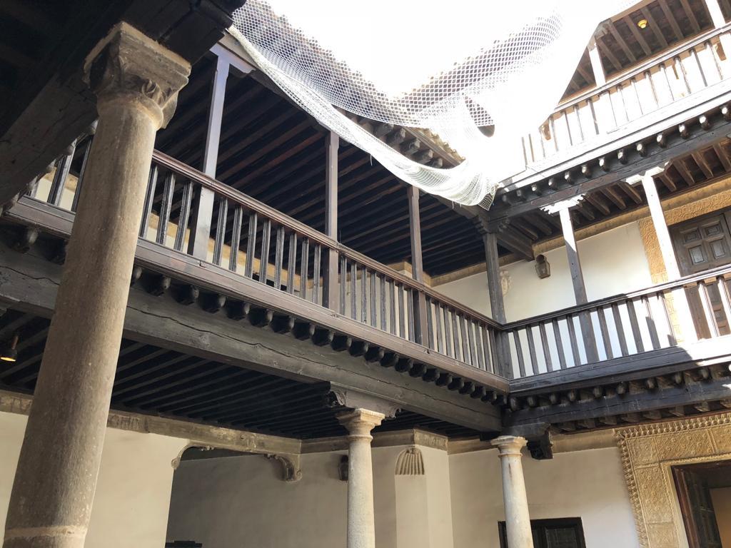 La Casa de las Cadenas, patio interior, en la actualidad. Fue Museo de Arte Contemporáneo de Toledo hasta el 2000.