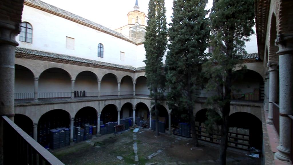 Patio no visitable del Museo de Santa Cruz.