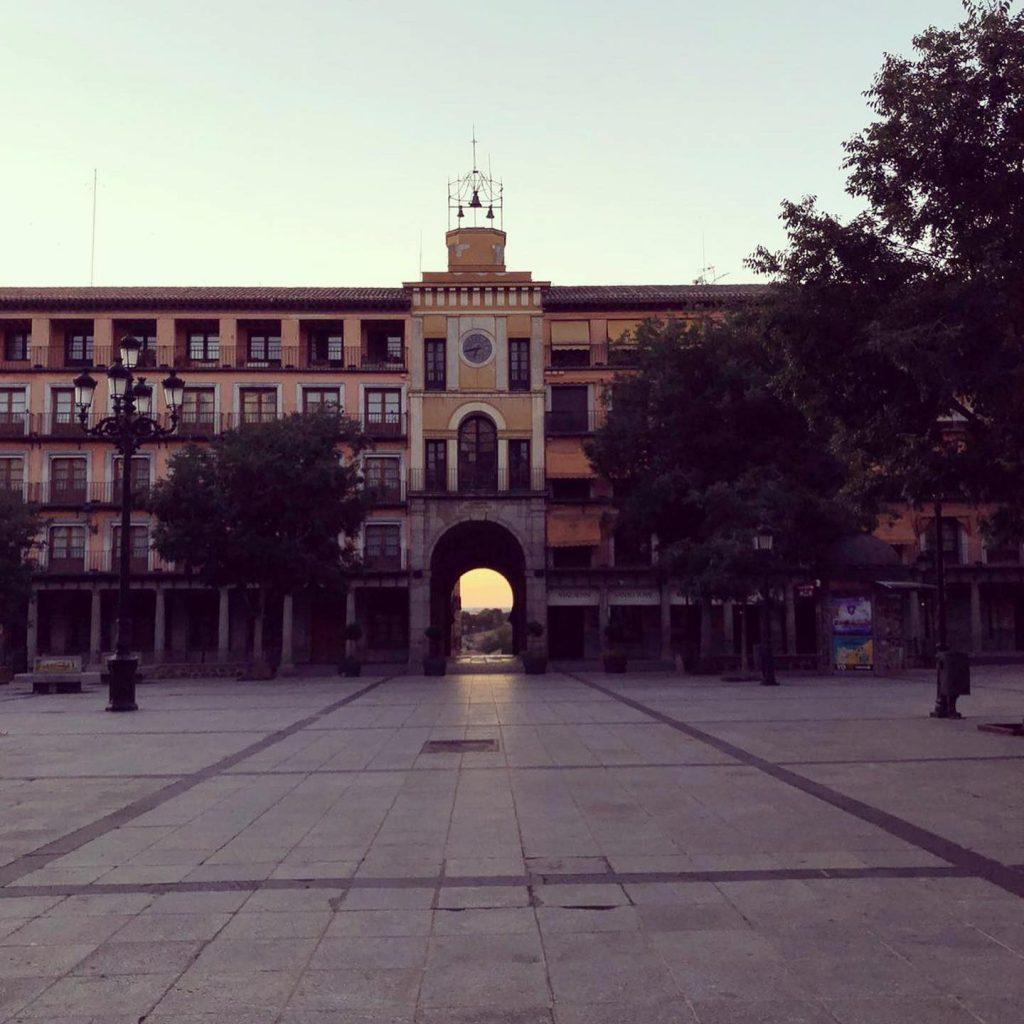 Plaza de Zocodover por la mañana bien temprano.