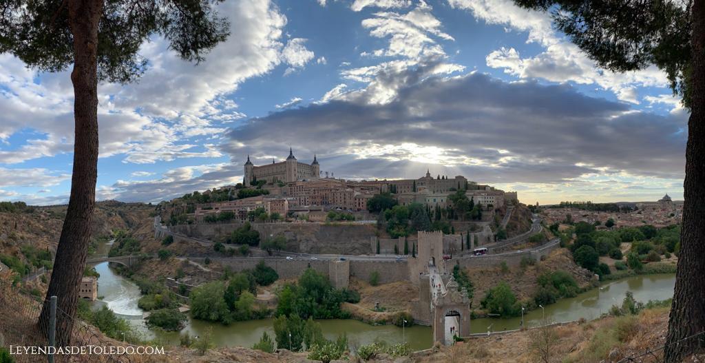Vistas desde el Castillo de San Servando en Toledo.