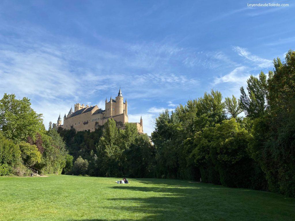 El Alcázar de Segovia desde la pradera de San Marcos