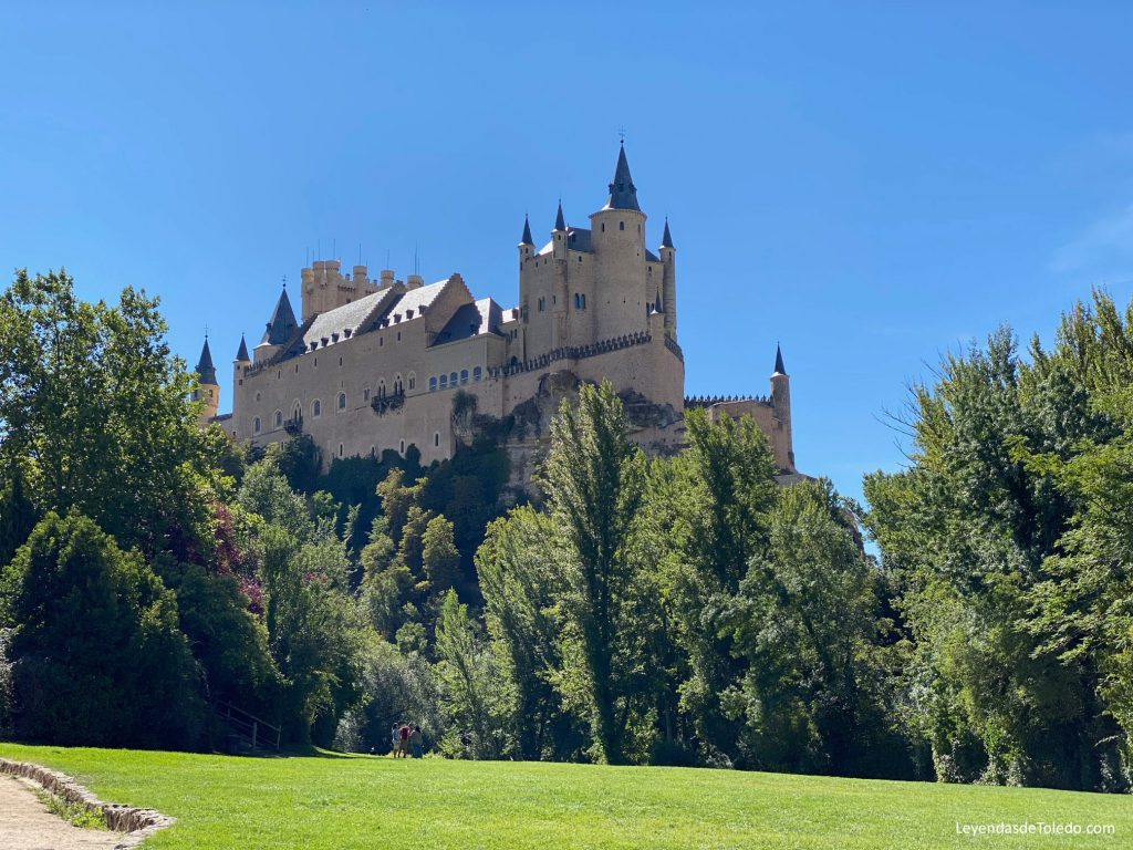 El imponente Alcázar de Segovia, una maravilla conservada con esmero.