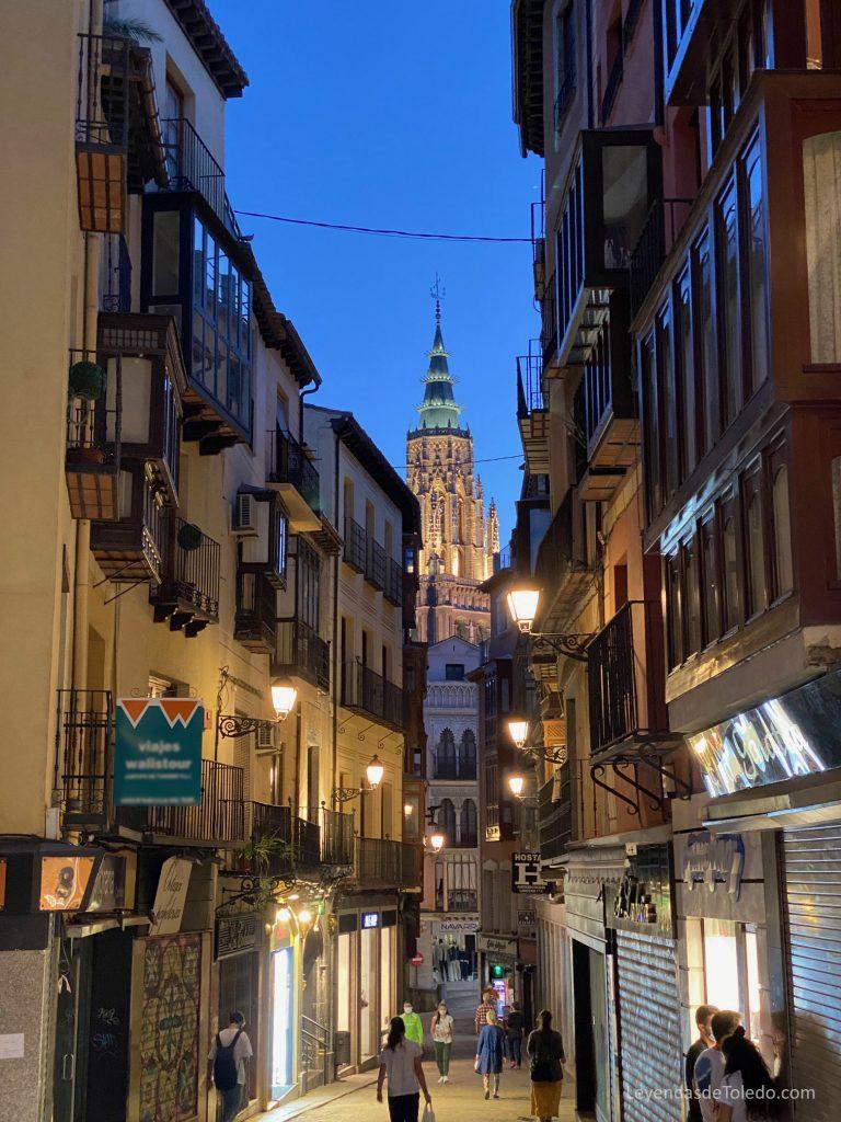 La Catedral de Toledo, desde la calle Comercio