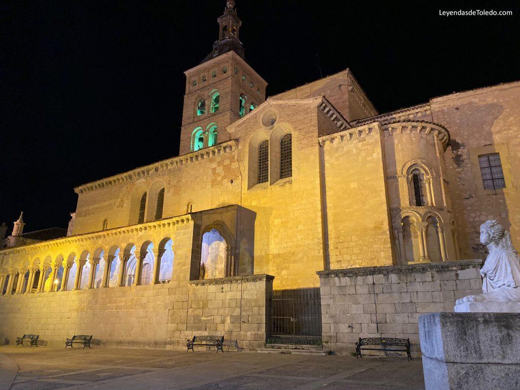Iglesia de San Martín, por la noche