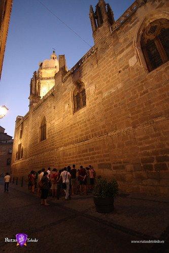 Rutas de Toledo en el exterior de la Catedral de Toledo