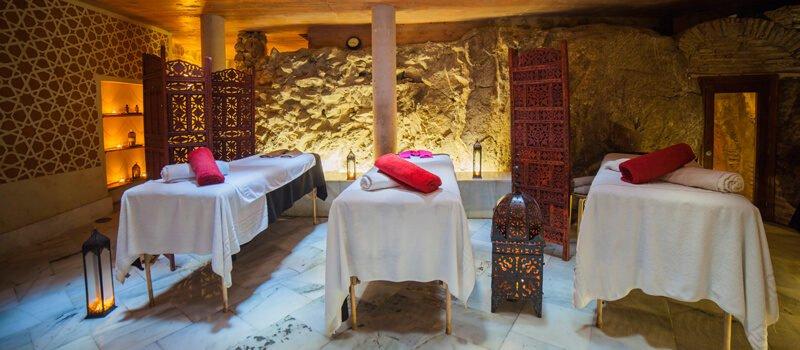 Los masajes de Medina Mudéjar, esenciales para completar un buen baño.