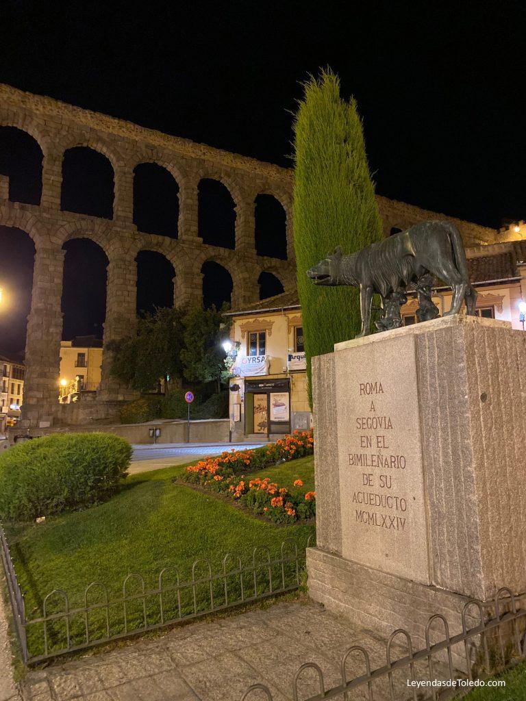 Roma, a Segovia, en el bimilenario de su acueducto. 1974.
