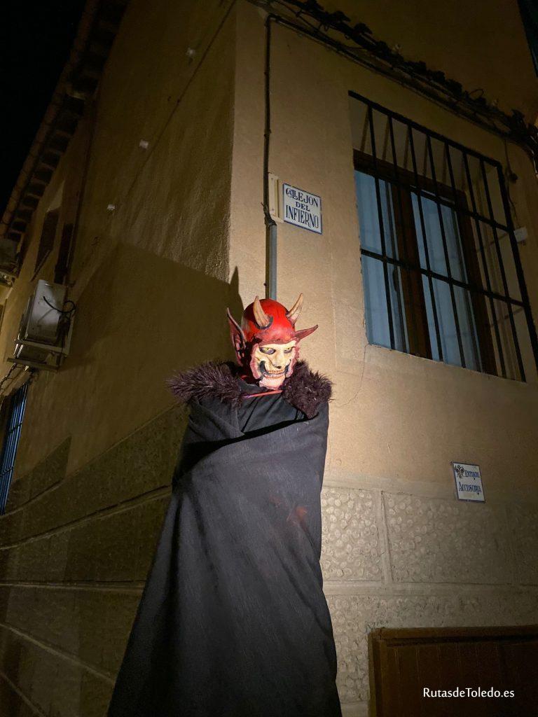 """El Callejón del Infierno de Toledo, durante una representación teatral con """"Rutas de Toledo""""."""