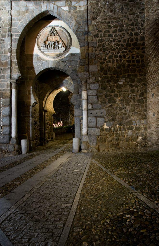 Puerta del Sol, Toledo. Noche.