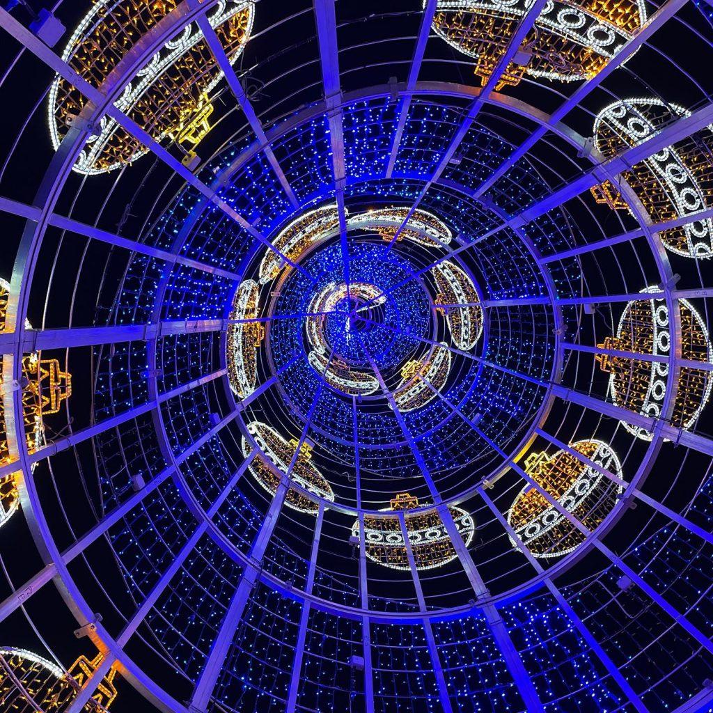 Interior del árbol de Navidad en la Plaza de Zocodover 2020
