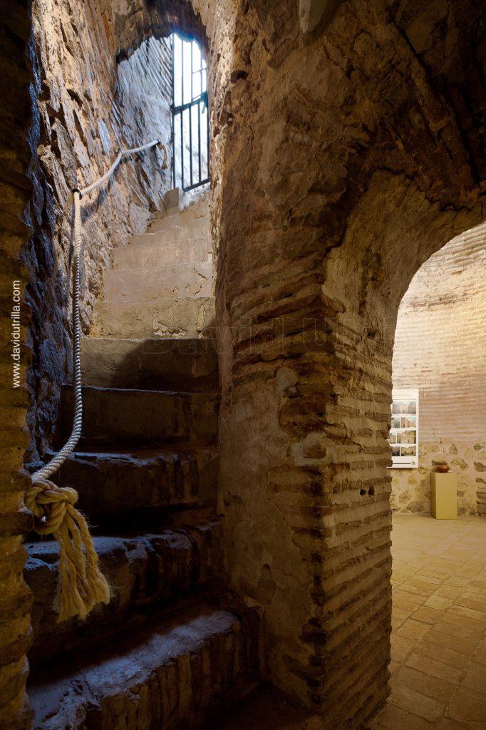 Una de las escaleras interiores de la Puerta de Bisagra, por David Utrilla